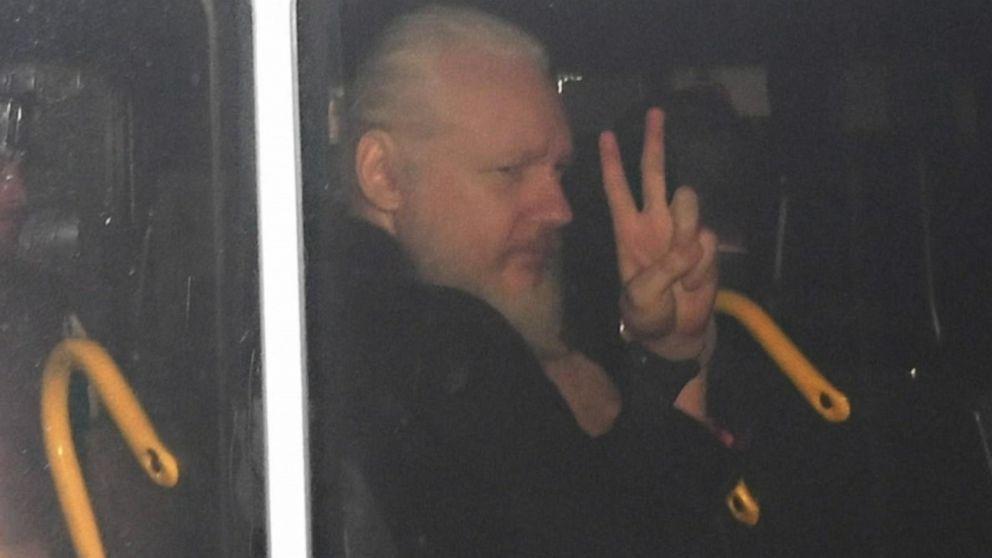 Məşhur WikiLeaks saytının yaradıcısı Culian Assanc həbs olundu